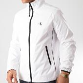 /achat-vestes/calvin-klein-jeans-veste-zippe-nylon-harrington-4058-blanc-212364.html