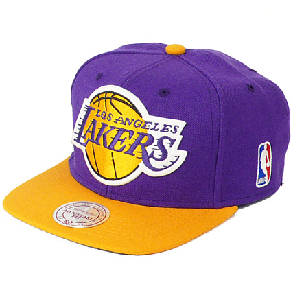 a31816abccb19 Casquette Mitchell And Ness Los Angeles Lakers Marquage Sous Visiere Violet  Visiere Jaune - LaBoutiqueOfficielle.com
