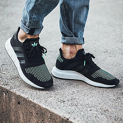 36fd8c511 Home   adidas   Baskets - Chaussures   Baskets Basses   adidas - Baskets  Swift Run CG4110 Core Black Utility Black Footwear White