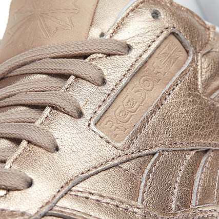 0fd495760e9c2 Home   Reebok   Baskets - Chaussures   Baskets Basses   Reebok - Baskets Femme  Classic Leather Melted Metal BS7897 Pearl Mel Peach White