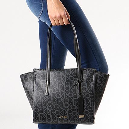 b85fb8be6d Calvin Klein - Sac A Main Femme Frame Medium Shopper Monogram 4171 Noir  Gris - LaBoutiqueOfficielle.com