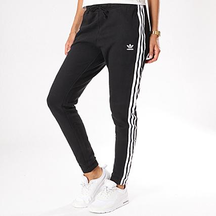 67b2857a48a2f adidas - Pantalon Jogging Bandes Brodées Femme Regular TP Cuf CE5607 Noir  Blanc - LaBoutiqueOfficielle.com