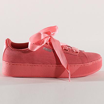 2cabcde2fecf Home   Puma   Baskets - Chaussures   Baskets Basses   Puma - Baskets Femme Vikky  Platform Ribbon 366418 03 Shell Pink