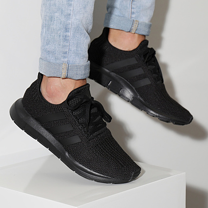848cfa0ab0d7 adidas - Baskets Swift Run AQ0863 Core Black Footwear White -  LaBoutiqueOfficielle.com