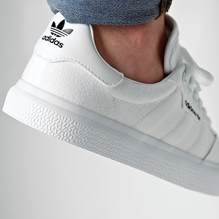new product 2c4a0 4ad78 Home   adidas   Baskets - Chaussures   Baskets Basses   adidas - Baskets 3MC  Vulc B22705 Footwear White Gold Metallic