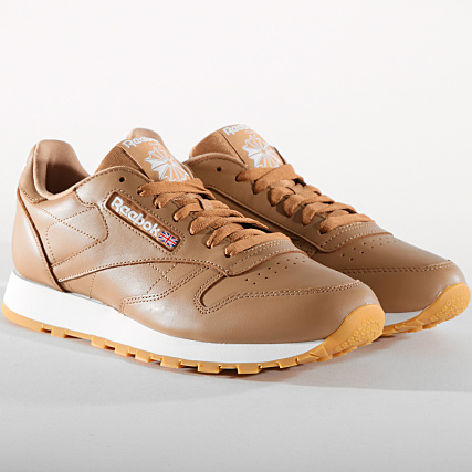 2d545a3dc08bc Reebok - Baskets Classic Leather MU CN5768 Soft Camel White Gum -  LaBoutiqueOfficielle.com