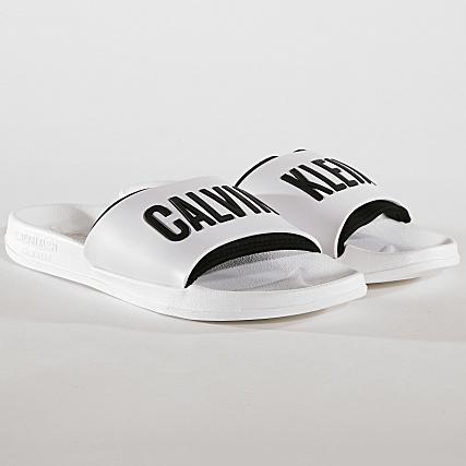 le prix reste stable grande remise dernière remise Calvin Klein - Claquettes Slide 376 Blanc Noir ...